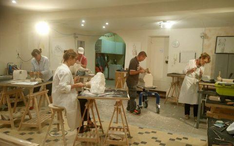 emilie-sartelet-atelier-de-sculpture-sur-pierre-trevoux-section-atelier