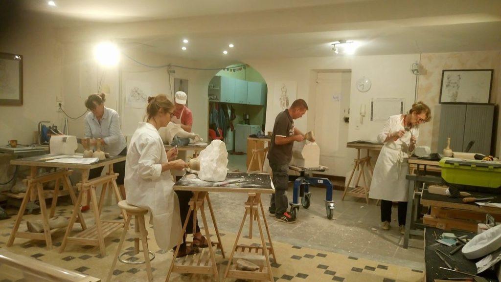emilie-sartelet-atelier-de-sculpture-sur-pierre-trevoux-ain